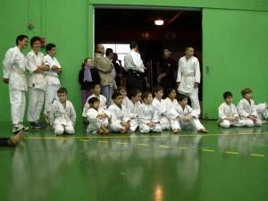 11.01.2003 | Les petits Aikidokas attendent leur tour de passage.