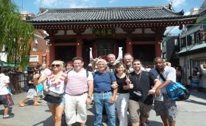 09.09.2012 | Porte Kaminarimon devant le temple Sensoji. Le dieu du tonnerre se tient à gauche; le dieu du vent, à droite.